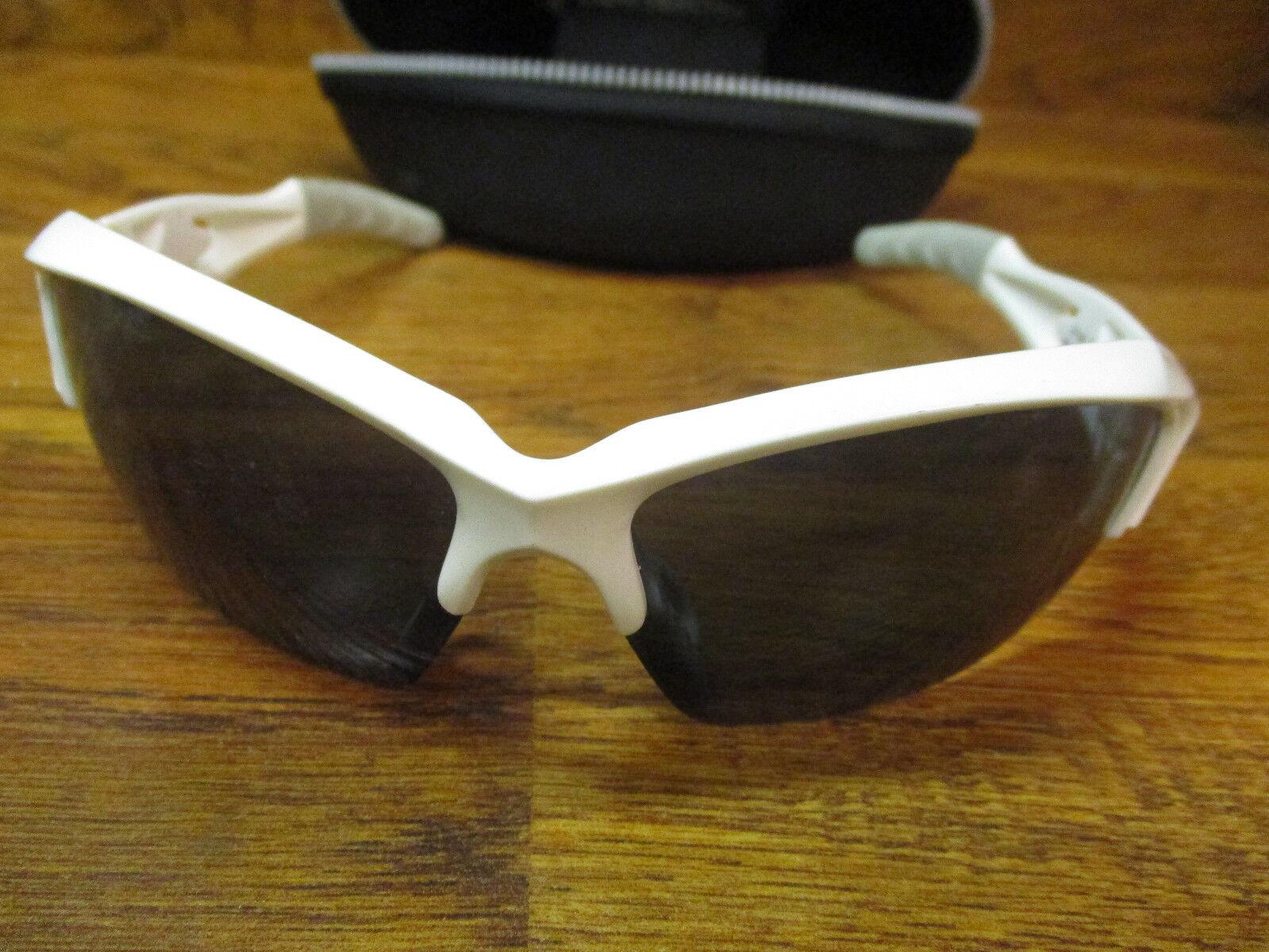 ENDURA GUPPY WHITE PHOTOCHROMIC CYCLING SUN GLASSES & HARD CASE