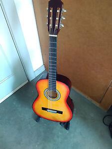 Gitarre-Konzertgitarre-3-4-Groesse-MSA-C6-Rot-Braun-Holzfarben