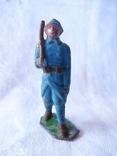 Soldat plomb creux- poilu avec fusil sur l'épaule au défilé - PC6