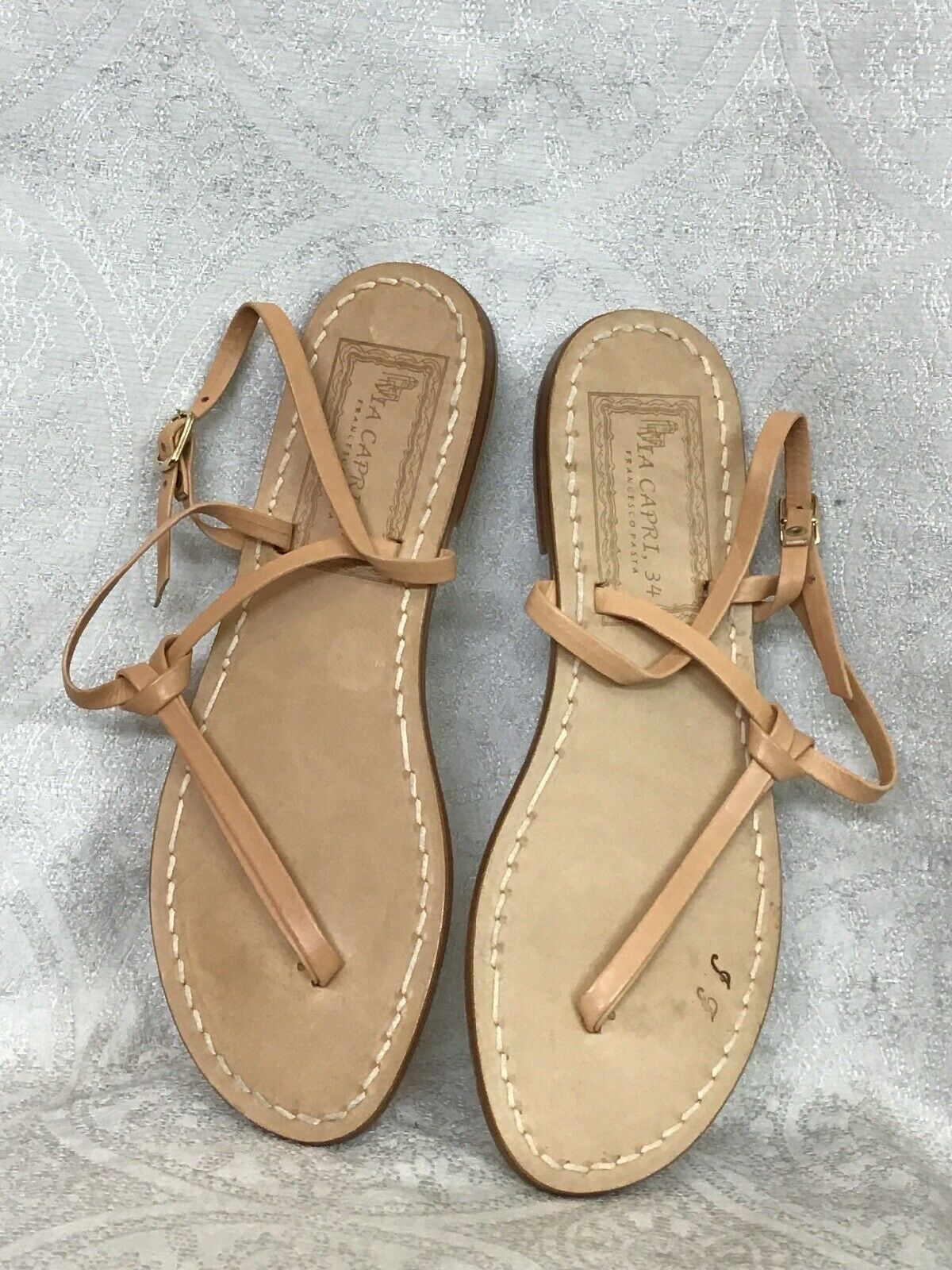 Via Capri Sandle Nude Leather Straps gold Buckle Size 40 New