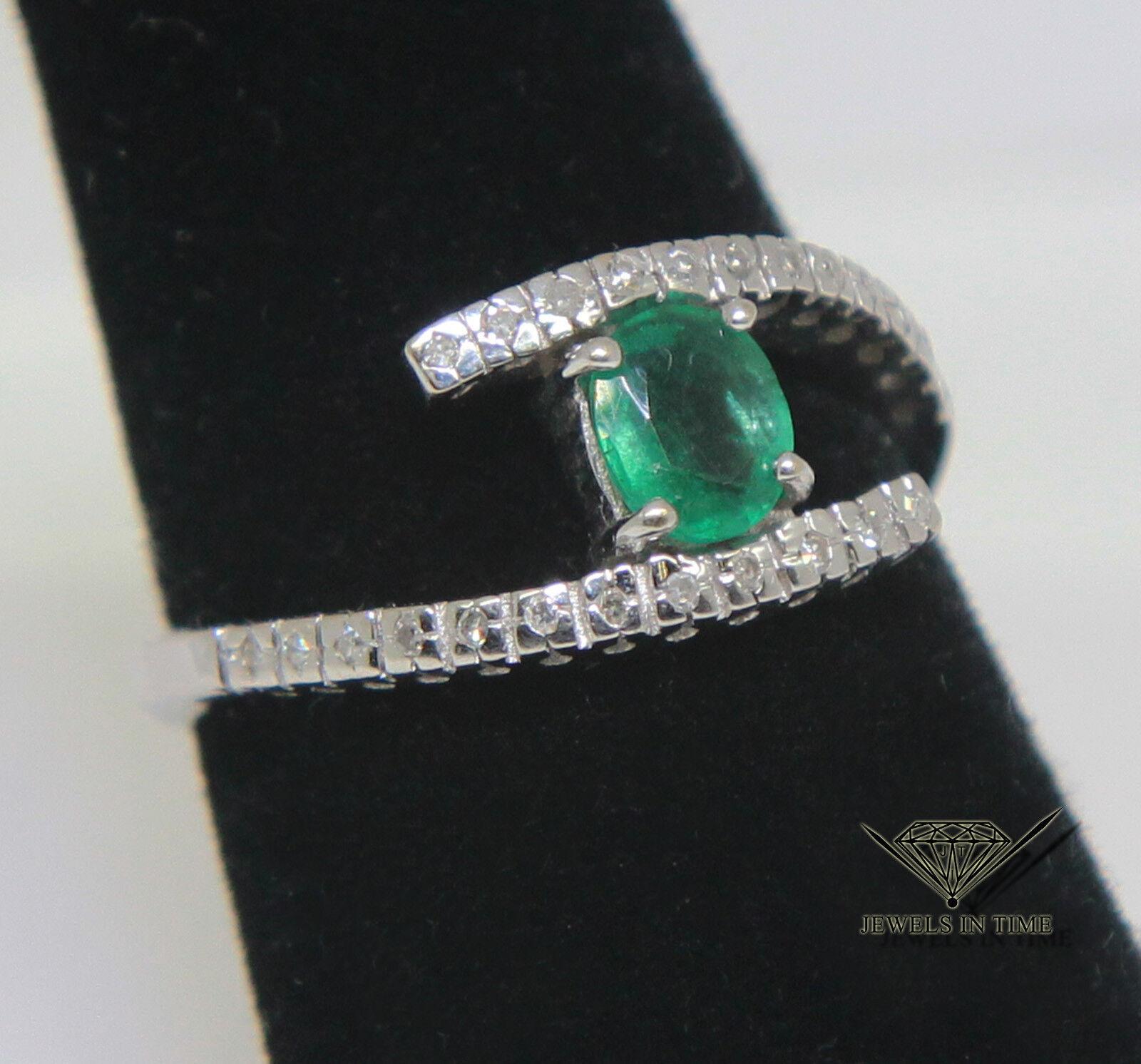 0.10 Carat Diamond & 0.30 Ct Emerald 18k White gold Ring Size 6.75