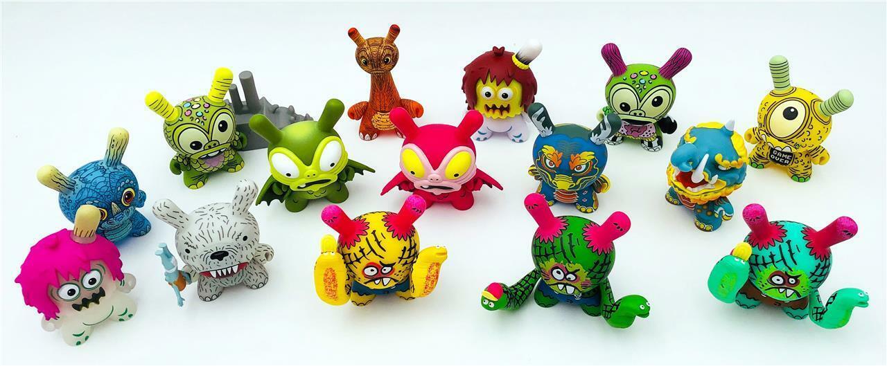 Kaiju Dunny Batalla Juego de 15 Mini Figuras de juguete de vinilo Kidrobot x desorden
