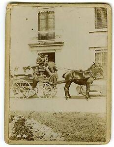 Bien éDuqué Photo Vintage Print Circa 1900 Un Attelage Avec Cheval Femmes & Hommes à Bord Forfaits à La Mode Et Attrayants