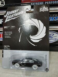 Johnny lightning 1987 Aston Martin v8 007 pop culture white chase James Bond