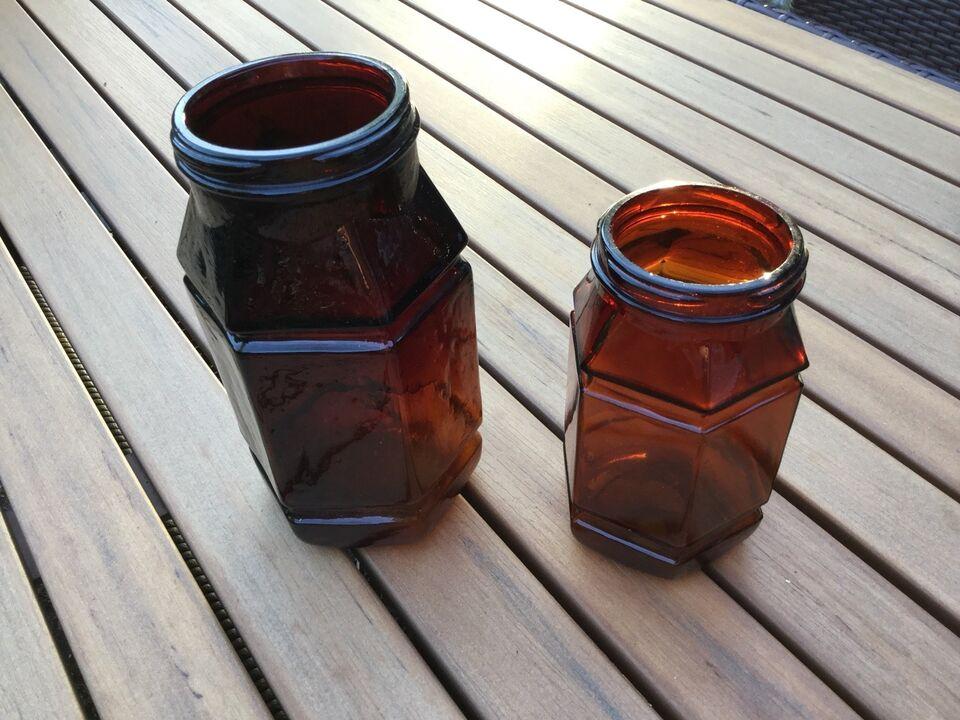 Glas, 2 gamle 6-kantede krukker (muligvis apotekerkrukke