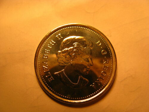 Canada Set Of 2  2015 25 Cent Coins Coloured /& Plain 50 Years Of Canadian Flag.