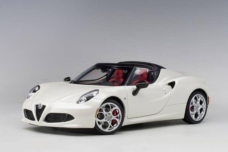 Alfa Romeo 4C Spider 2015 bianca AUTOART 1 18 AA70141