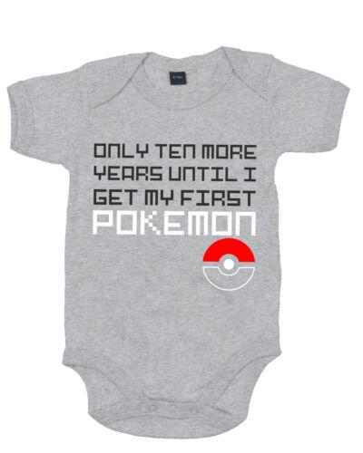 Dix années de plus Baby Grow Body-Rétro gaming Pokemon Inspiré Nouveau-né
