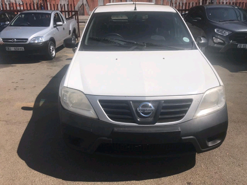 I am selling Nissan Np20 with 90000km 2014 year model now available