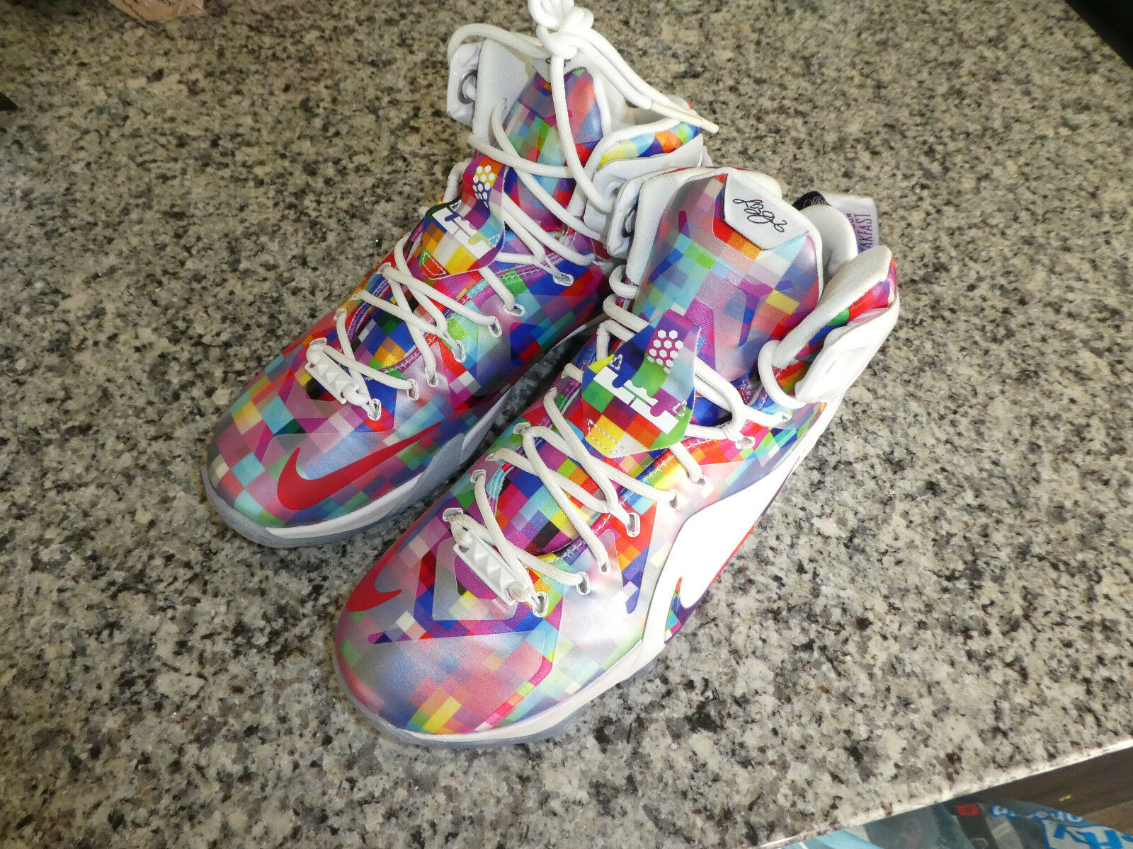 Mens NikeLebron Eat shoes Your Breakfast XII EXT shoes Eat Sneakers New 748861 900 size 9 feffe5