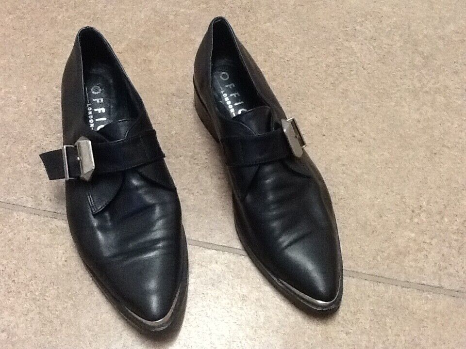 ️Office Ladies black with silver front brogues ️Size 40 ️Super trendy ️
