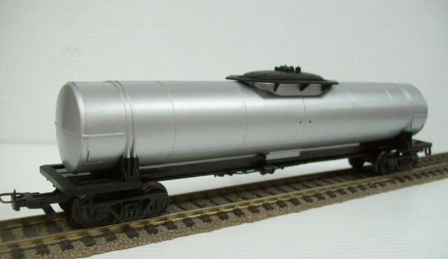 FRATESCHI HO UNDECORATED TANK  CAR - (2069)