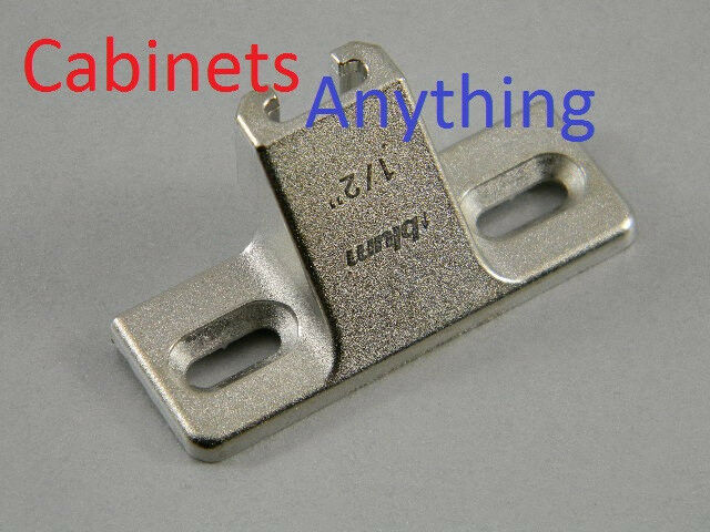(50) BlauM 1 2  OVERLAY MOUNTING PLATE 130.1100.23  (FOR COMPACT 33 110° HINGE)