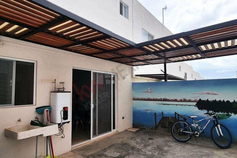 Casa en venta Querétaro Zakia amenidades con Alberca ubicada en esquina .