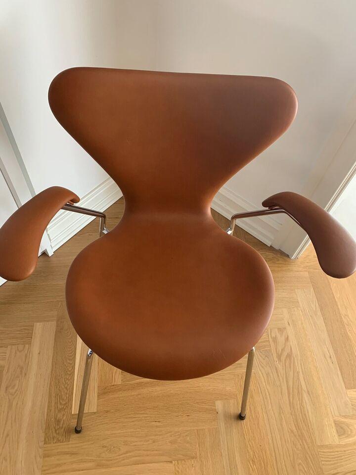 Arne Jacobsen, stol, 7-ere med armlæn