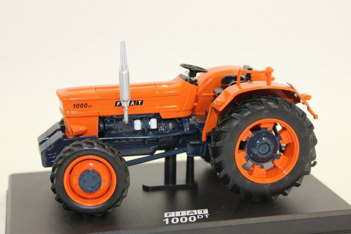 Replica Gri 051 Tractor Fiat 1000 DT with Driver 1 3 2 NEW BOXED