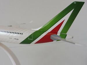ALITALIA-Airbus-A330-200-1-200-Herpa-610933-Snap-Fit-A330-A-330-Gentileschi