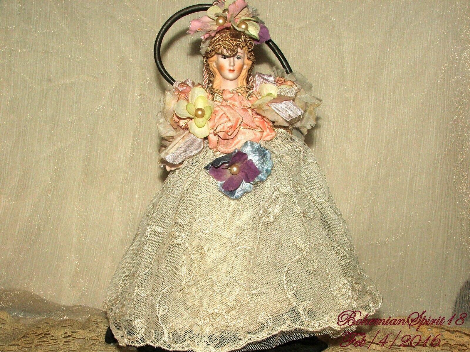 Arturo E. Reyna Victoriano Doncella hecho a mano Cabeza De Porcelana & Brazos Colgante Borla
