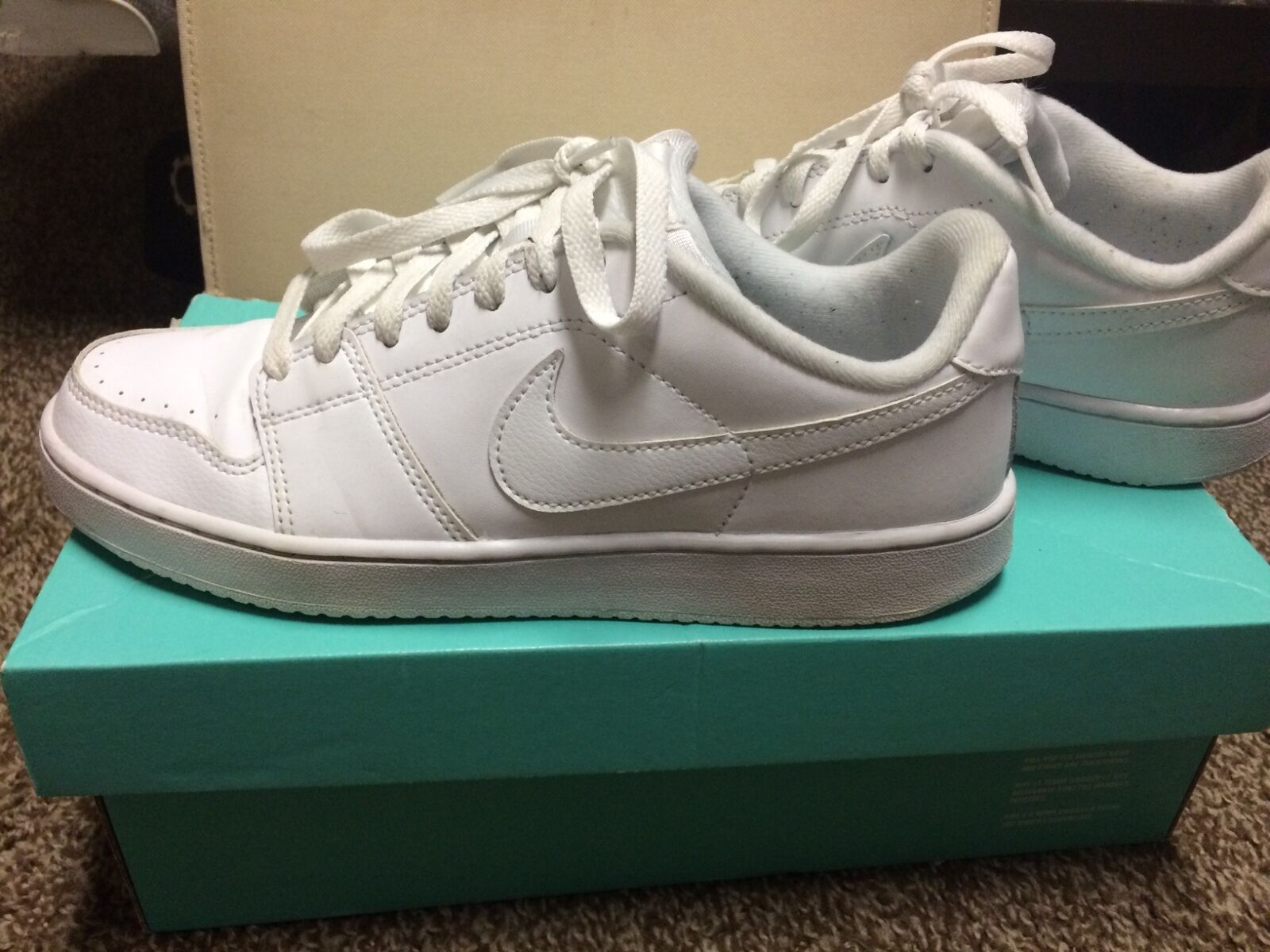 Mens or boys all white low top nike shoes size 7 slightly used worn once