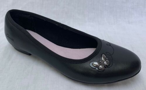 Entièrement neuf dans sa Boîte Clarks Filles abitha Rae Cuir Noir École Chaussures F//G Montage