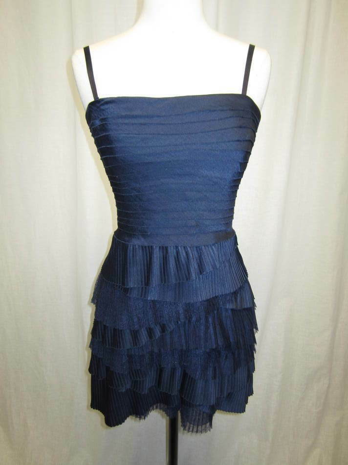BCBG navy lace & pleated tierot party dress Größe 2P