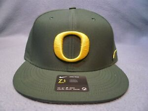 Nike Oregon Ducks True Vapor Size 7 1 2 Aerobill Fitted BRAND NEW ... 2b4140958
