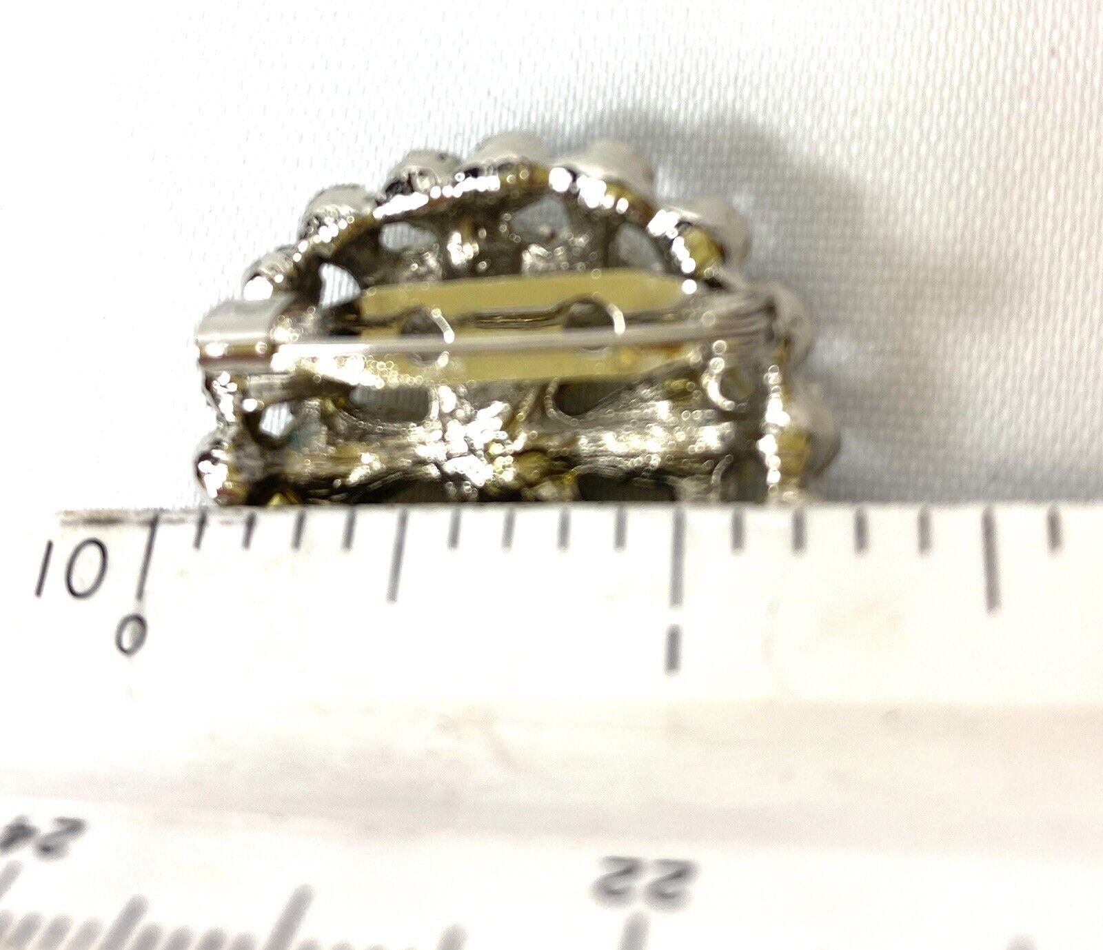 Vintage Pearl Petal Brooch - image 5