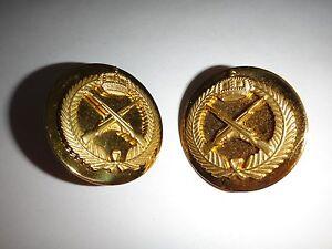 2-Militare-Fanteria-Arma-Metallo-Distintivi-Colletto-con-Clutchback-Ganci