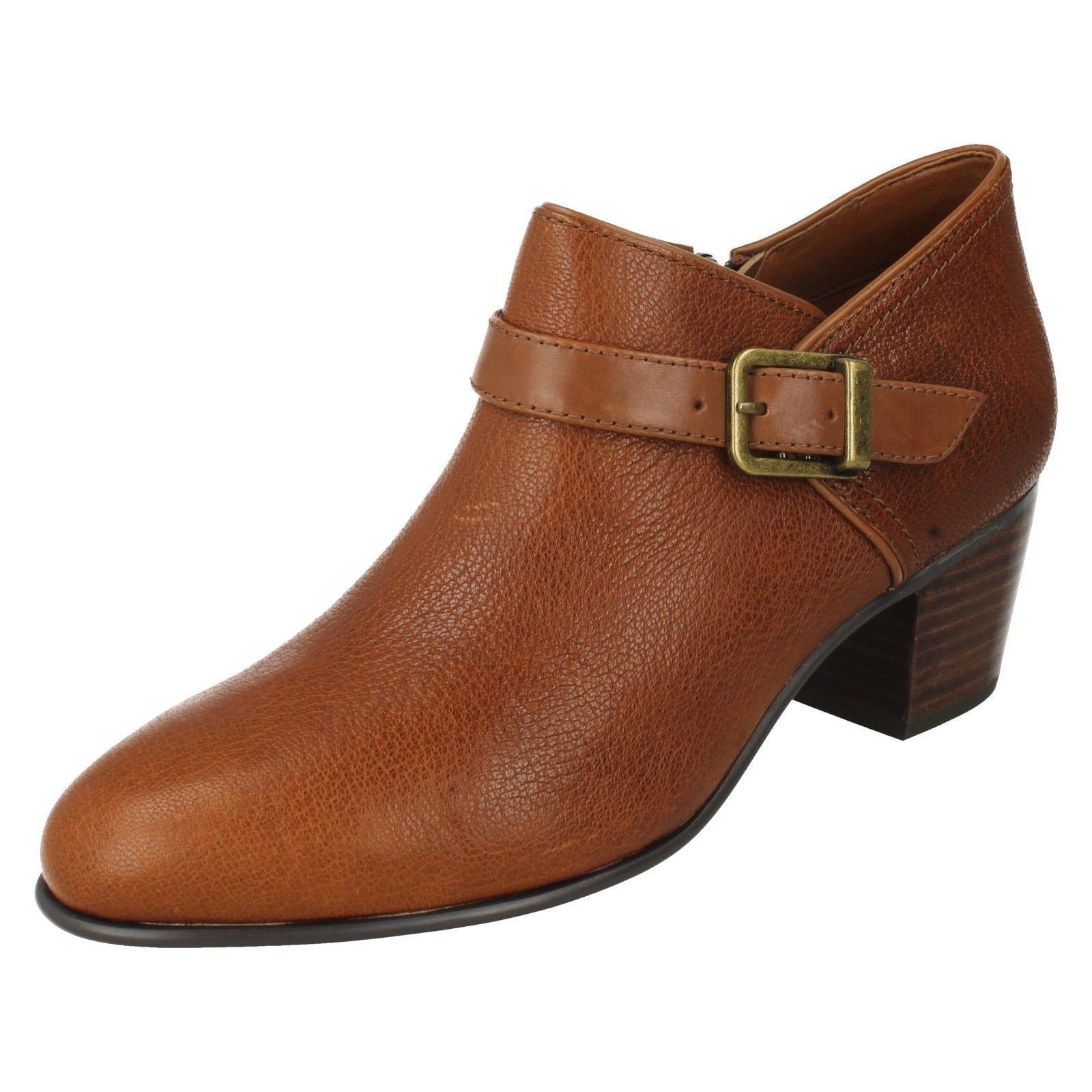 Clarks mujer maypearl Milla Cuero Tostado botas al tobillo hebilla con detalle de hebilla tobillo 6ffc50