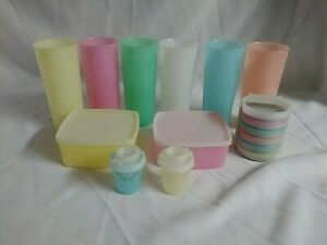 VINTAGE-LOT-OF-PASTEL-TUPPERWARE-TUMBLER-WAGON-WHEEL-COASTERS-CONTAINERS