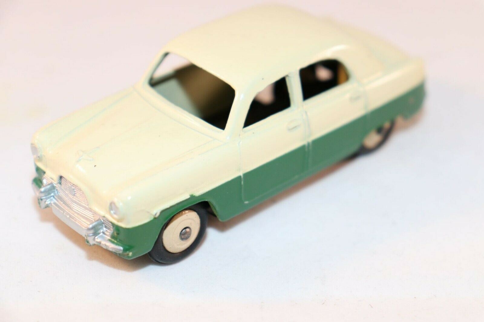 Dinky Toys 162 Ford Zephyr Saloon 2 tone vert in 99.9% mint condition SUPERB