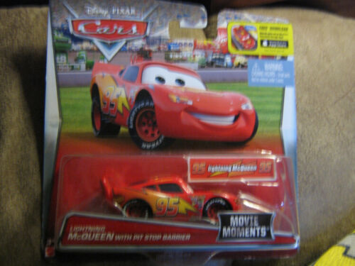DISNEY CARS 2017 MOVIE MOMENTS LIGHTNING MCQUEEN WITH PIT STOP BARRIER