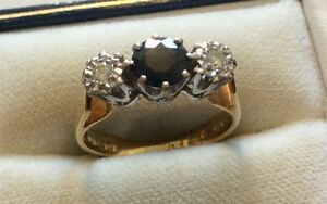 Beautiful-Ladies-Full-Hallmarked-Vintage-Solid-18ct-Gold-Diamond-amp-Sapphire-Ring