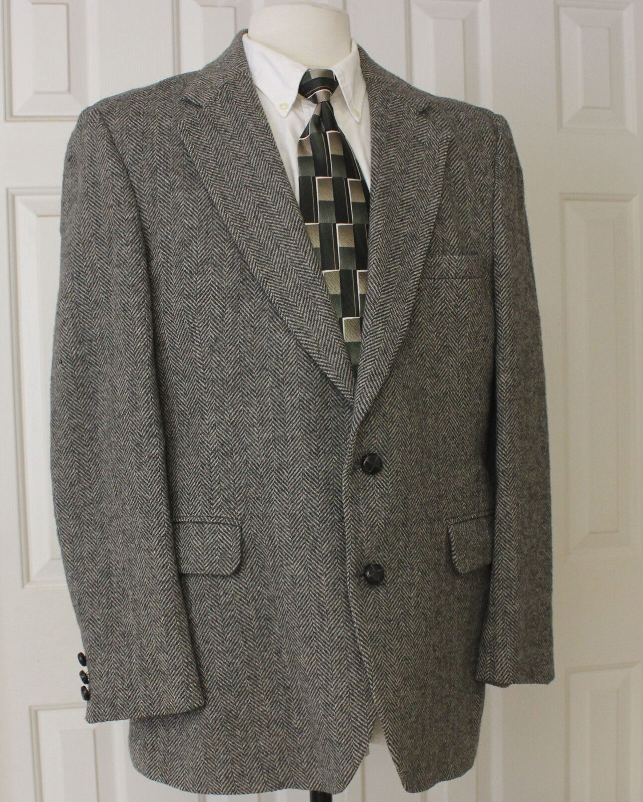 STAFFORD Sport Coat Leather Buttons 100% Wool Herringbone Mens Sz 44 R