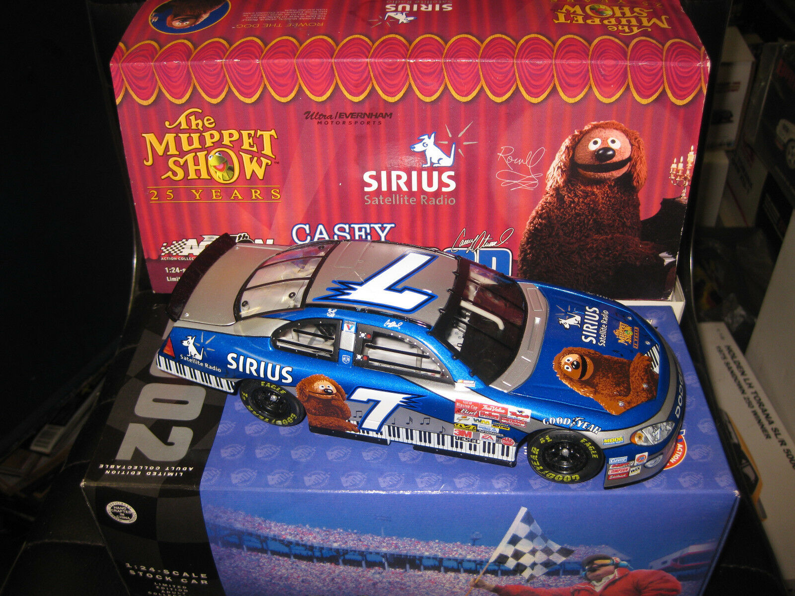 1.24 Acción NASCoche 2002 INTREPID R T  7 CASEY ATWOOD SIRIUS  MUPPETS 25 YEARS
