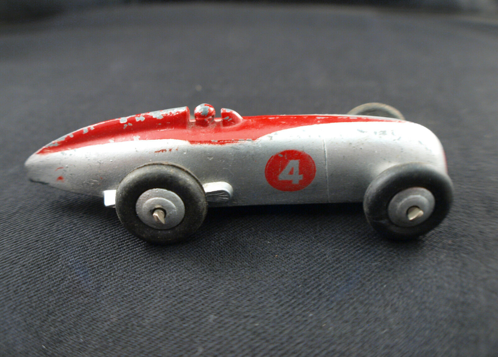 Dinky Spielzeug GB Nr. 220 Racing Car Car Renn-  4 Little Fréquente