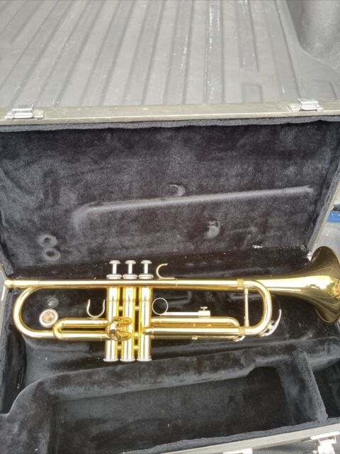 Yamaha Trumpet YTR 2335 w/ Case and Mouthpiece Made in Japan Nice Condition