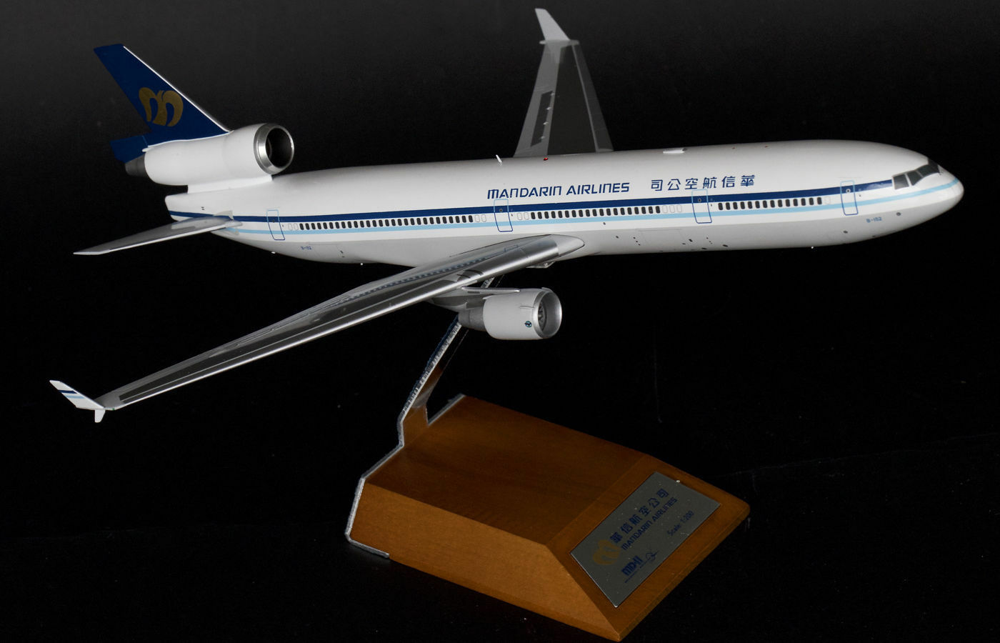 JC Wings 1 200 Mandarin Airlines McDonnell Douglas MD-11 B-152 (XX2338)