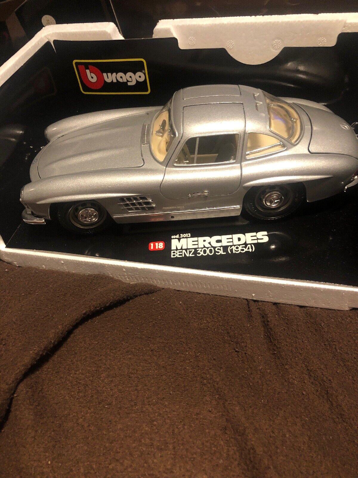Burago 1954 Mercedes Benz 300 SL Gull Wing 1 18 Scale Die Cast Metal Model