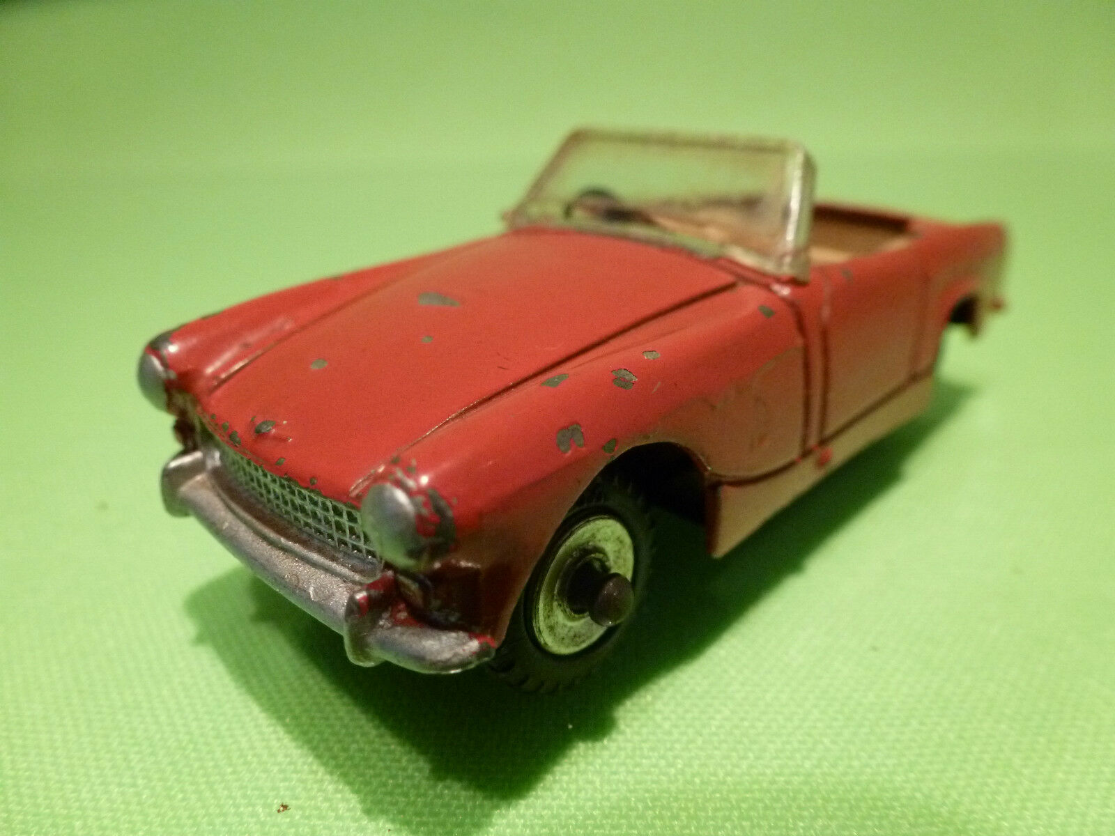 DINKY TOYS  1 43   AUSTIN HEALEY SPRITE   NO= 112    - IN GOOD  CONDITION