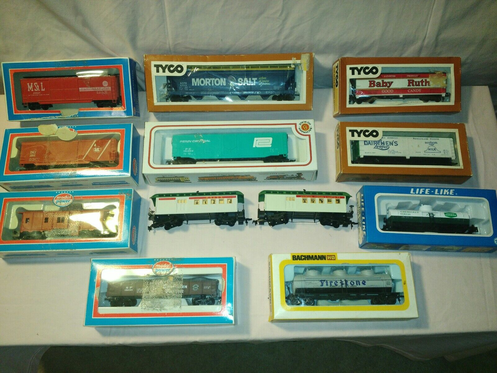 VINTAGE LOT HO SCALE TRAIN CARS 12 CARS