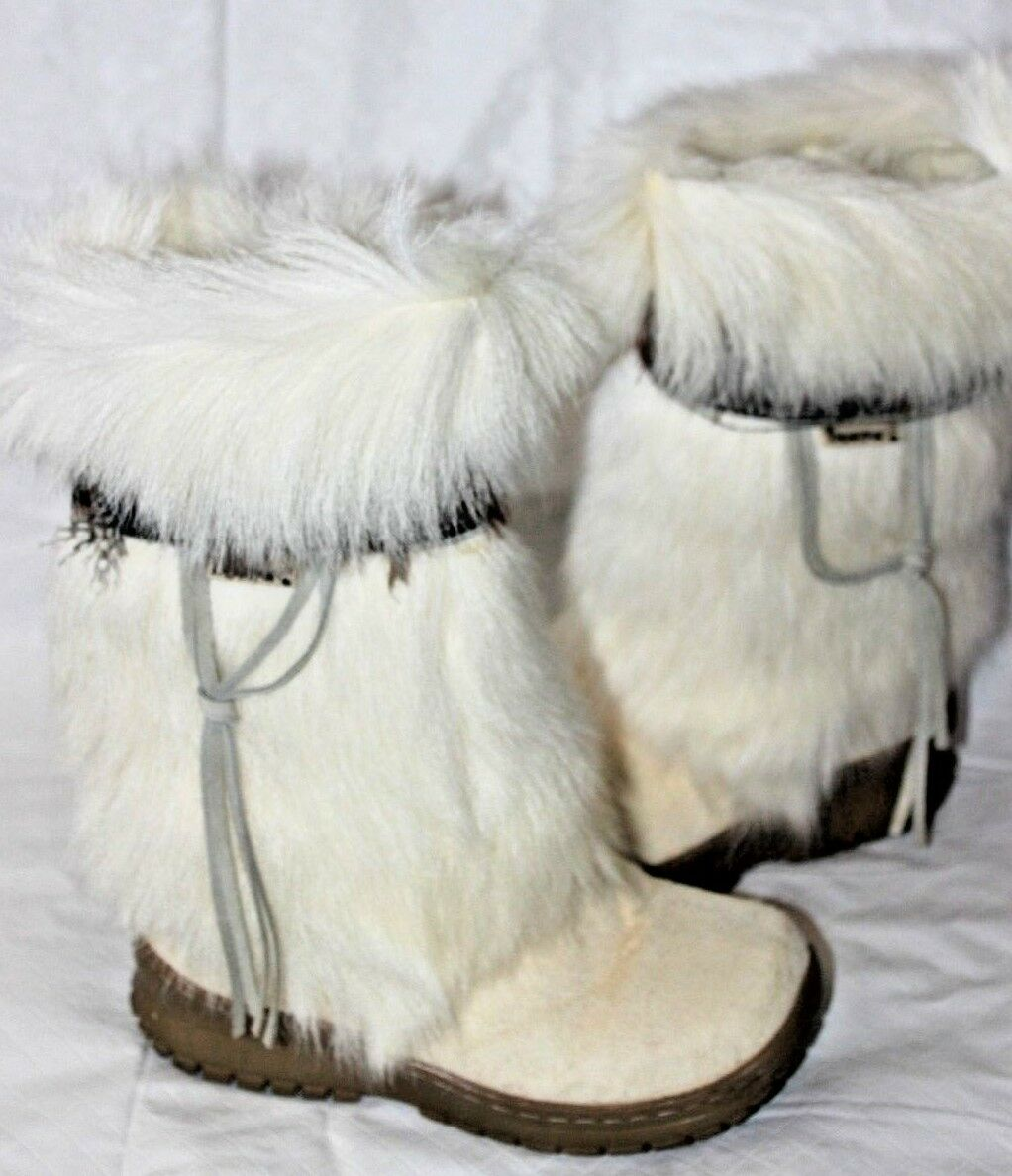 BEARPAW KOLA II WEISS GOAT FUR AND FEATHERS W/SHEEPSKIN LINING SZ 6