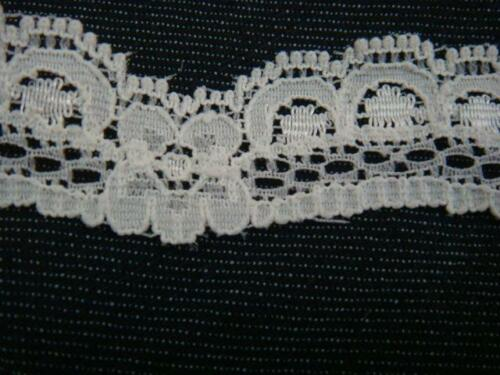 3//4/'/'w L1-3 4 yards of Ivory color scalloped lace trim