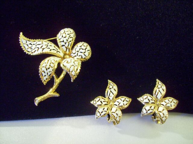 WHITE Enamel n Gold Flower BROOCH Pin w Clip EARRINGS Open Work Estate Vintage