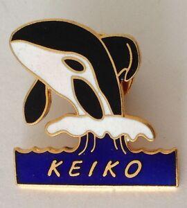 Keiko-The-Whale-Pin-Badge-Rare-Vintage-Souvenir-Free-Willy-G6
