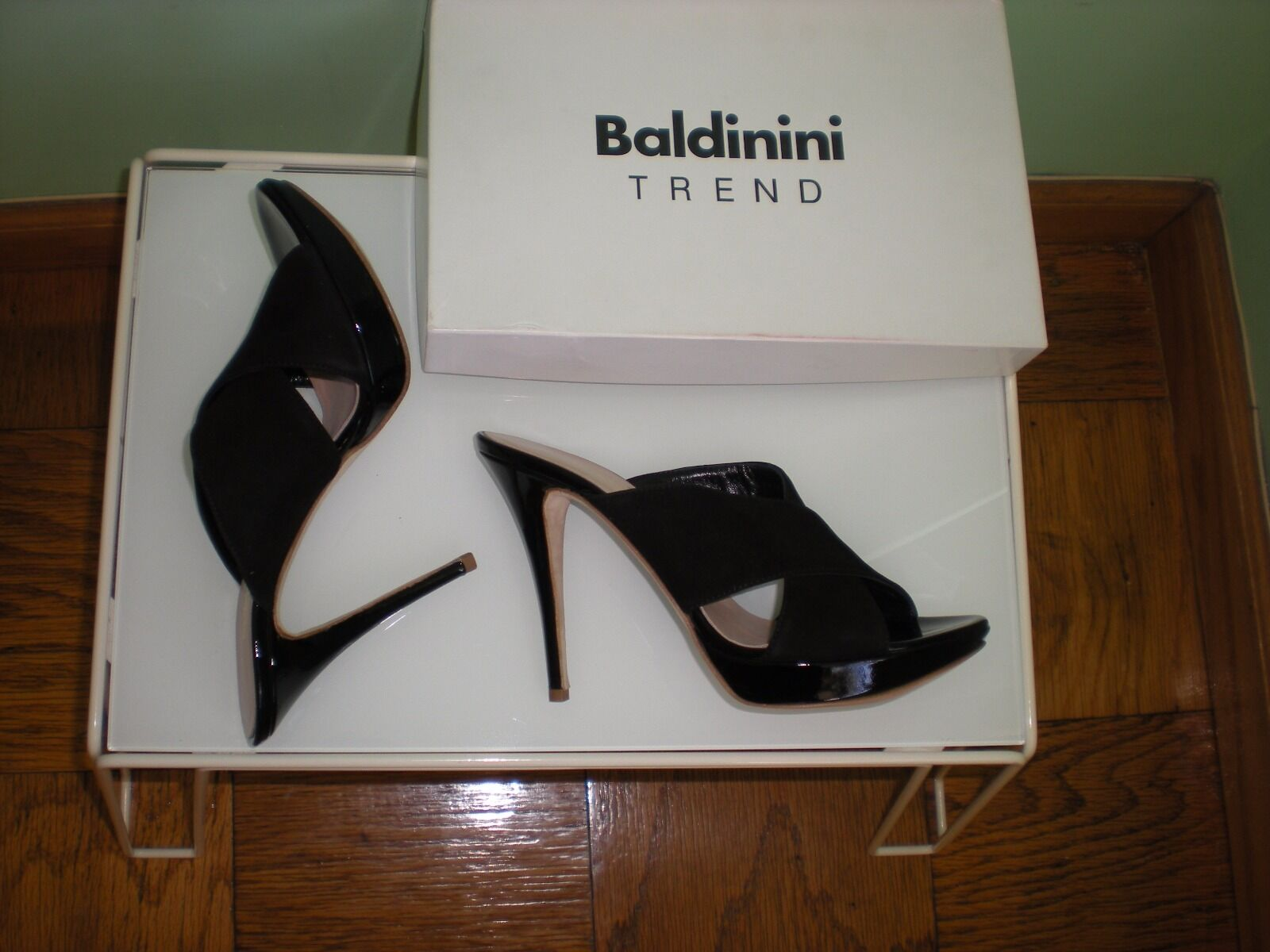 895 NIB BALDININI nero Suede with Patent Leather Heels Made in  SZ 8.5 US