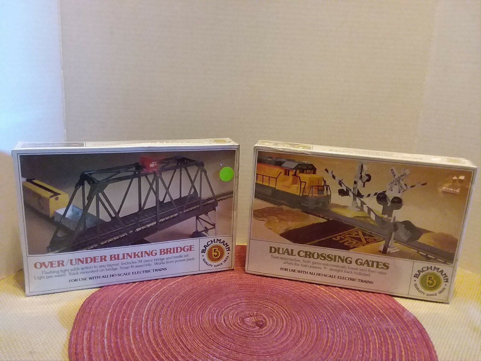 HO TRAIN BACHMANN LOT/2  DUAL OPERATING CROSSING GATES~OVER UNDER BRIDGE