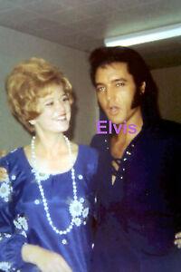 ELVIS-PRESLEY-WITH-A-FAN-BACKSTAGE-LAS-VEGAS-SUMMER-1970-PHOTO-CANDID-1