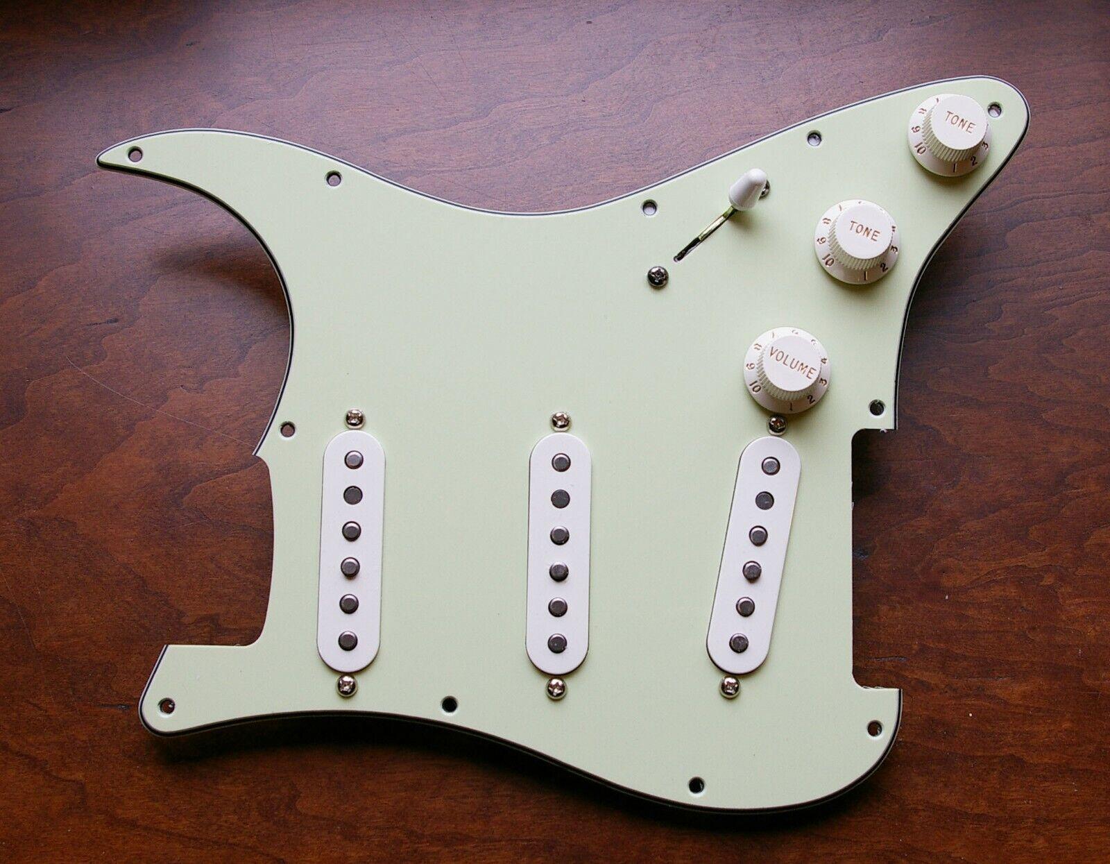 Fender Fat 50s, 69, Duncan SSL5 Loaded Strat Pickguard Weiß   Mint Grün 8 Hole
