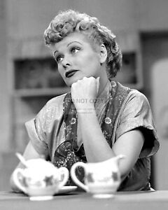 LUCILLE-BALL-IN-034-I-LOVE-LUCY-034-CBS-TV-PROGRAM-8X10-PUBLICITY-PHOTO-DD584